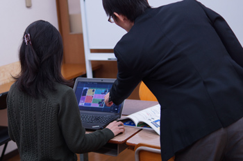 飛鳥パソコン教室のレッスン風景(大人)